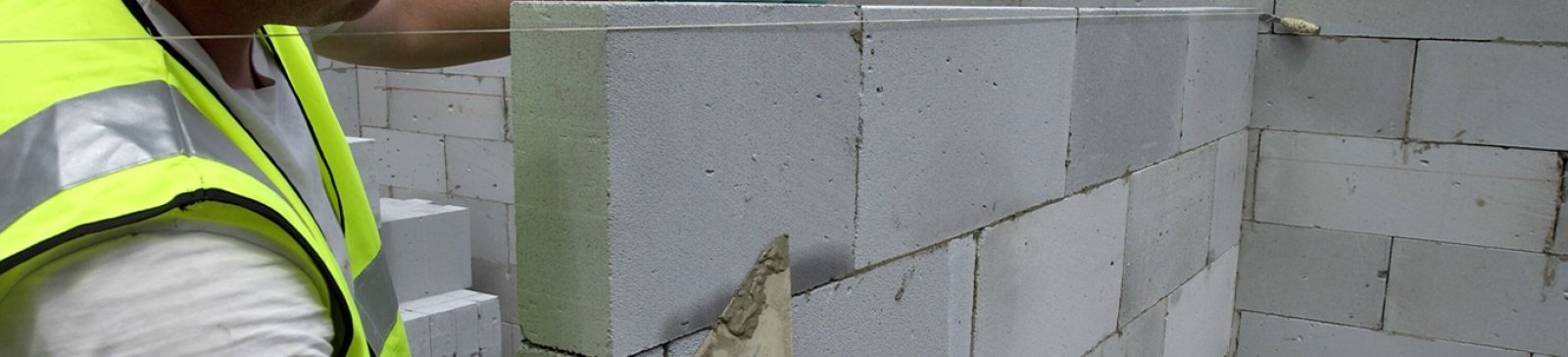 Plus blocks can be used with thin-joint or traditional mortar